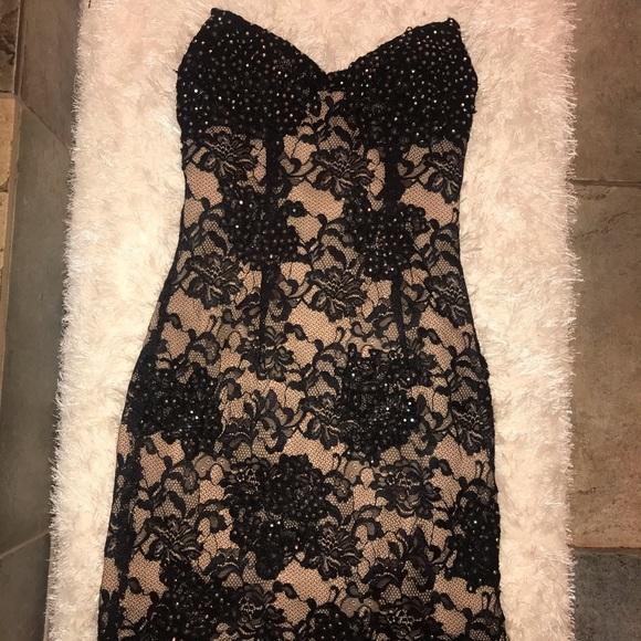 Jovani Dresses & Skirts - Jovani black + nude lace dress